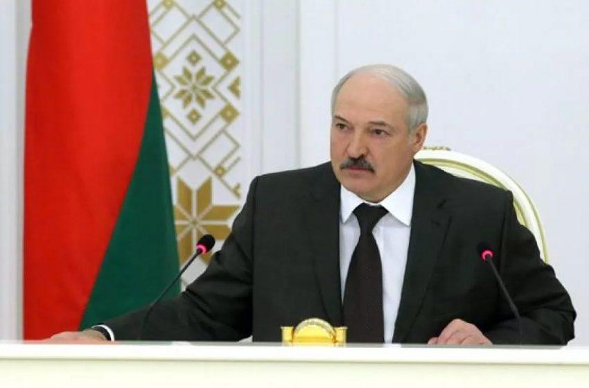 Лукашенко обвинил Турчинова в сдаче Крыма России без боя