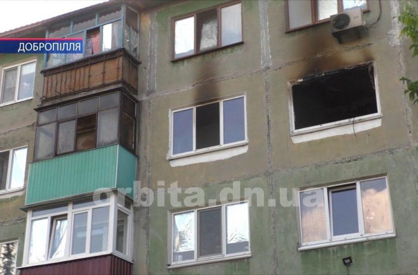Небезпечне сусідство — у Добропіллі згоріла квартира-смітник + ВIДЕО